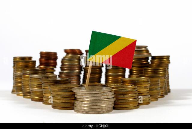 Republik Kongo-Fähnchen mit Stapel von Geld Münzen Stockbild