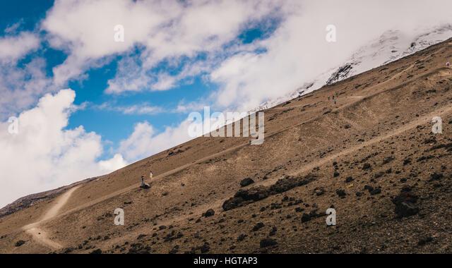 Unbekannter Wanderer am Cotopaxi, ein aktiver Vulkan in Ecuador ca. 50km südlich von Quito Stockbild