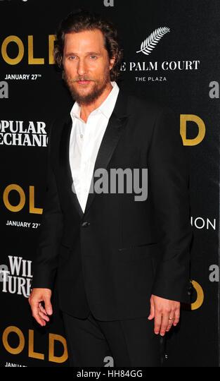 """New York City, USA. 17. Januar 2017. Matthew McConaughey gesehen bei der Weltpremiere von """"Gold"""" bei AMC Stockbild"""