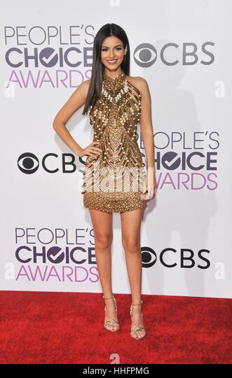 Los Angeles, CA, USA. 18. Januar 2017.  Victoria Justice im Ankunftsbereich für Peoples Choice Awards 2017 Stockbild