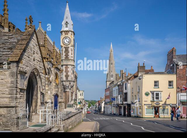 Großbritannien, Dorset, Dorcheste, Blick auf die hohen West Street mit dem Portal der Sankt-Peter Kirche, der Stockbild