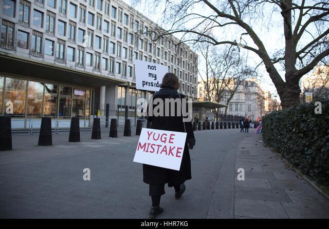 London, UK. 20. Januar 2017. Anti-Trump Protest U.S. Botschaft, Grosvenor Square, London, UK. Diese Abende Protest Stockbild