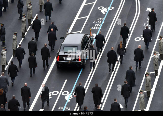 Washington, USA. 20. Januar 2017. US-Präsident Donald Trump Limousine Märsche entlang der Pennsylvania Stockbild
