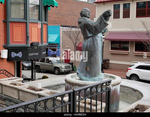 Mönch Statue. Mount Adams Nachbarschaft, Cincinnati, Ohio. Stockbild