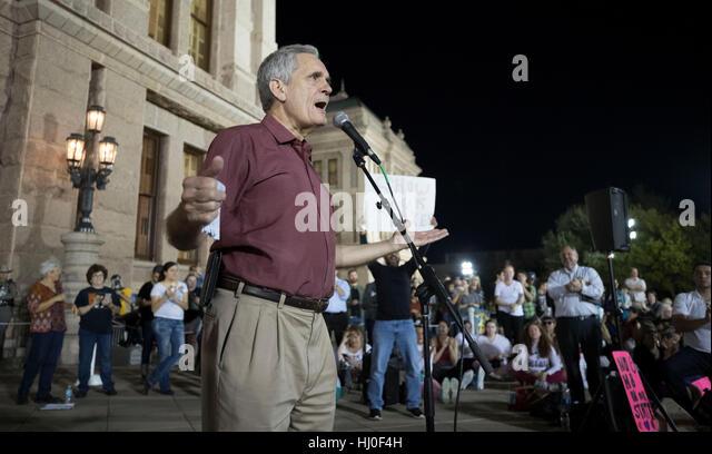 Austin, USA. 21. Januar 2017. Austin, Texas USA 20. Januar 2017: Tausende von LGBTQ Texaner rally auf dem Texas Stockbild