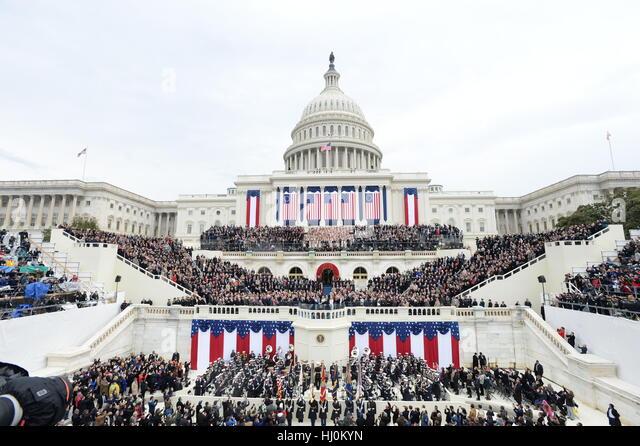 Präsident Donald Trump nimmt der Eid des Amtes bei seiner Amtseinführung am 20. Januar 2017 in Washington, Stockbild