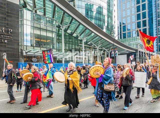 Vancouver, Kanada. 21. Januar 2017. Vancouver-Womens März vor den Trump Tower, Vancouver, Britisch-Kolumbien, Stockbild