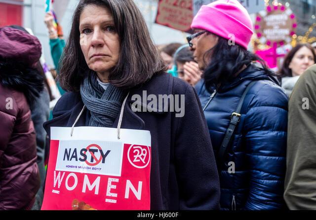 New York, USA 21. Januar 2017 - eine geschätzte 400 000 bis 500 000 Demonstranten marschierten von Dag Hammarskjöld Stockbild