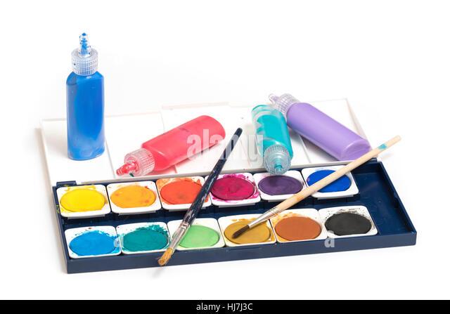 Zeit zu malen.  Palette und Tuben Aquarellfarbe und Pinsel isoliert auf einem weißen Hintergrund bereit für Stockbild