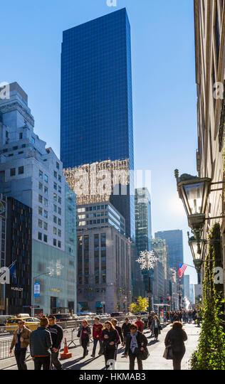 Trump Tower, 5th Avenue, New York City. Fifth Avenue in Richtung Trump Tower, Midtown Manhattan, New York City, Stockbild