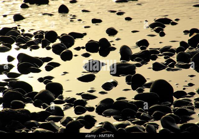 Steinen und das Meer am Strand auf Teneriffa, Kanarische, Spanien, Europa Stockbild