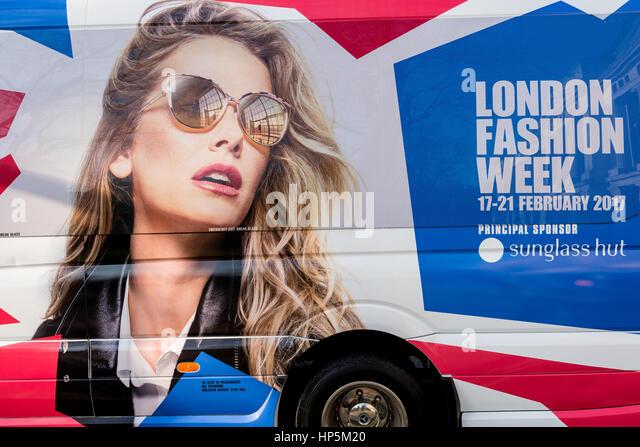 Bloomsbury Square, London, UK - 18. Februar 2017.  Lieferwagen für die London Fashion Week und Hauptsponsor Stockbild