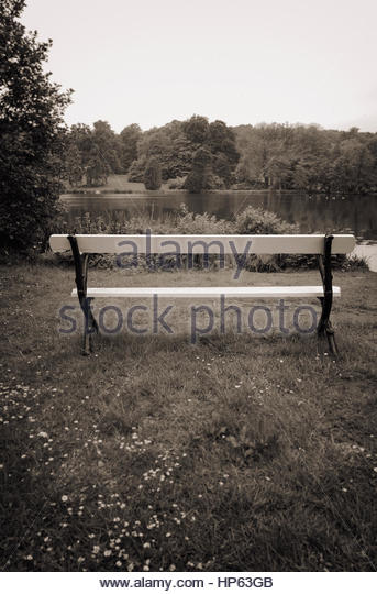 Park Bench weißen See Landschaft Sepia Nostalgie Stockbild