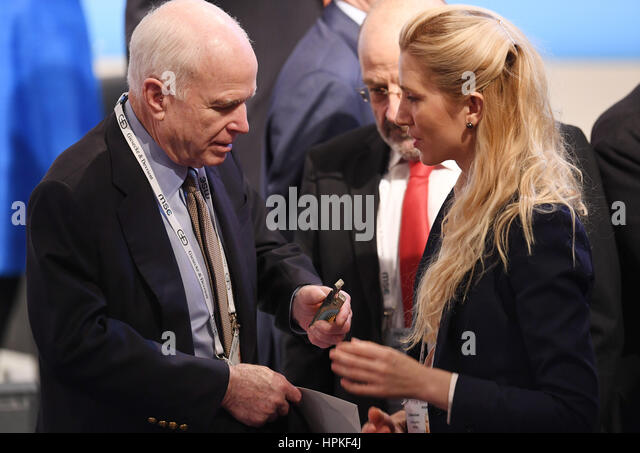 John McCain Frau Reporter Fotze