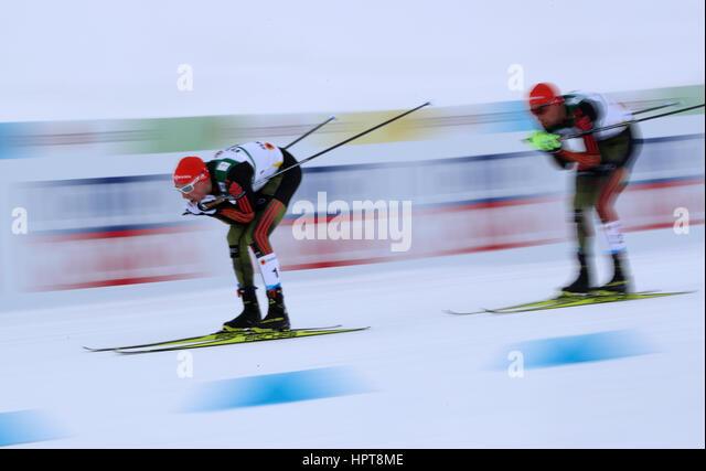 Lahti, Finnland. 24. Februar 2017. Eric Frenzel (l) und Johannes Rydzek aus Deutschland in Aktion während der Stockbild