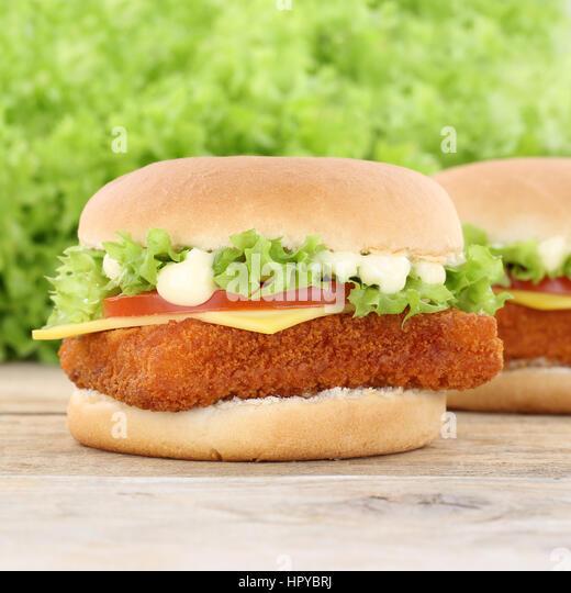 Fisch burger fishburger Hamburger Tomaten Käse das ungesunde Essen Stockbild