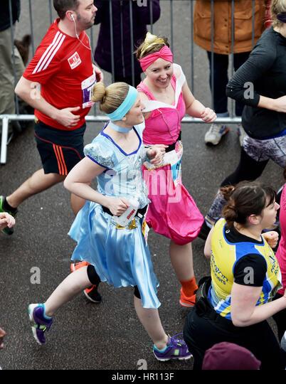 Brighton, Sussex, UK. 26. Februar 2017. Tausende von Läufern, die Teilnahme an der Vitalität Brighton Stockbild