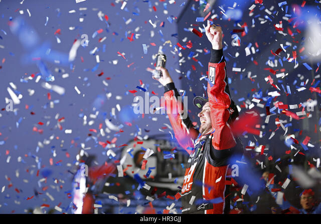 Daytona Beach, Florida, USA. 26. Februar 2017. 26. Februar 2017 - Daytona Beach, Florida, USA: Kurt Busch (41) gewinnt Stockbild