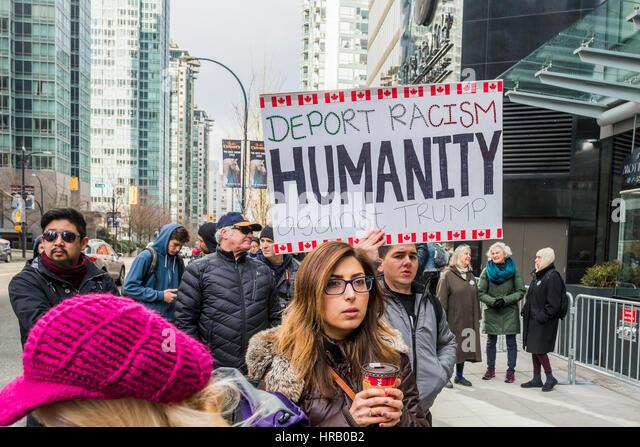 Vancouver, Kanada. 28. Februar 2017. Anti-Trump Demonstranten. Trump Hotel Tower offiziell eröffnet, Vancouver, Stockbild