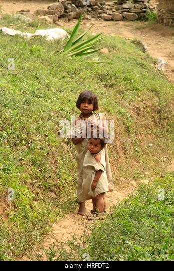 Kogi-Kinder, die Berge der Sierra Nevada, Kolumbien Stockbild