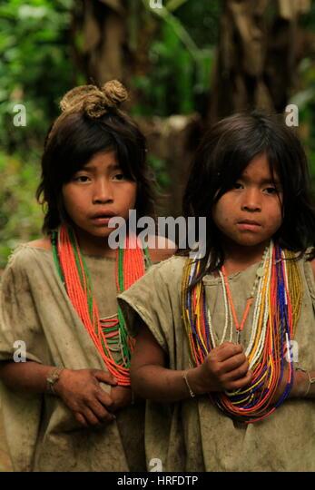 Kofi-Kinder auf dem Weg zur Ciudad Perdida, Kolumbien Stockbild