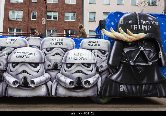 Düsseldorf, Deutschland. 27. Februar 2017. Donald Trump dargestellt als Darth Vader mit Sturmtruppen. Karnevalsumzug Stockbild