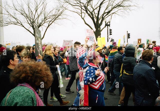 Szenen aus der Frauen Marsch auf Washington am Folgetag Trumps Einweihung als 45. Präsident der Vereinigten Stockbild