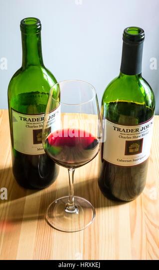 Preiswerte Rotweine von Trader Joe's Stockbild