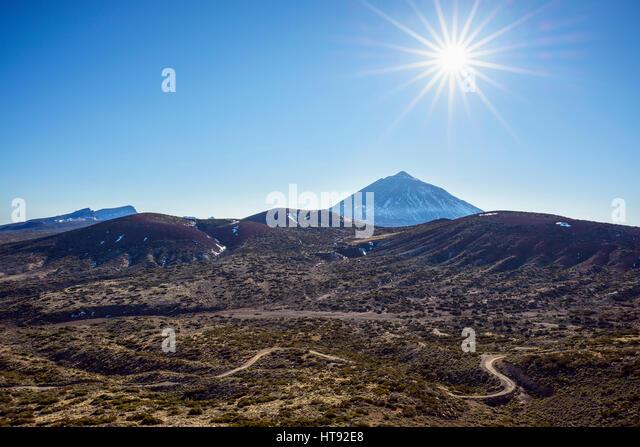Berg Pico del Teide mit vulkanischen Landschaft und Straße, Parque Nacional del Teide, Teneriffa, Kanarische Stockbild