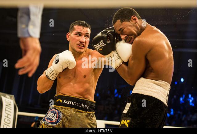 Ludwigshafen, Deutschland. 11. März 2017. Jack Culcay (Deutschland, l) und Demetrius Andrade (USA) die WBA Stockbild