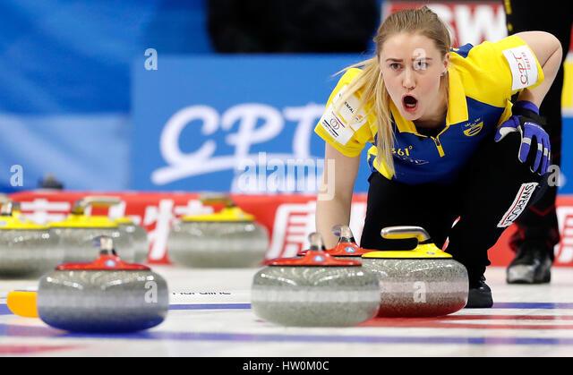 Peking, China. 23. März 2017. Sara McManus von Schweden reagiert während der Frauen Curling Championship Stockbild