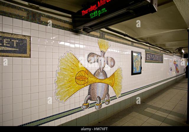 U-Bahn-Kunst auf der Plattform des 28th Street stop auf der N-Linie u-Bahn in The Herlad Square Abschnitt von Manhattan, Stockbild