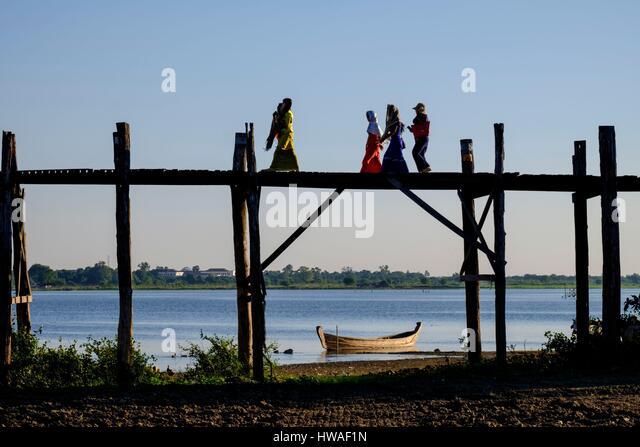 Burma, Myanmar, Amarapura, Teakholz U Bein Brücke über den Taungthman See Stockbild