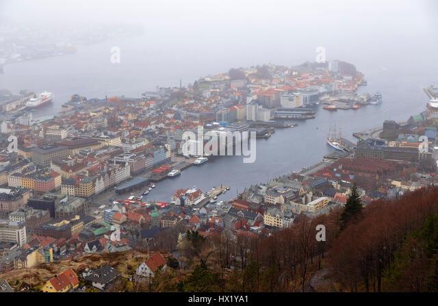 Für immer jammern und regnerische Stadt Bergen. Norwegen Stockbild