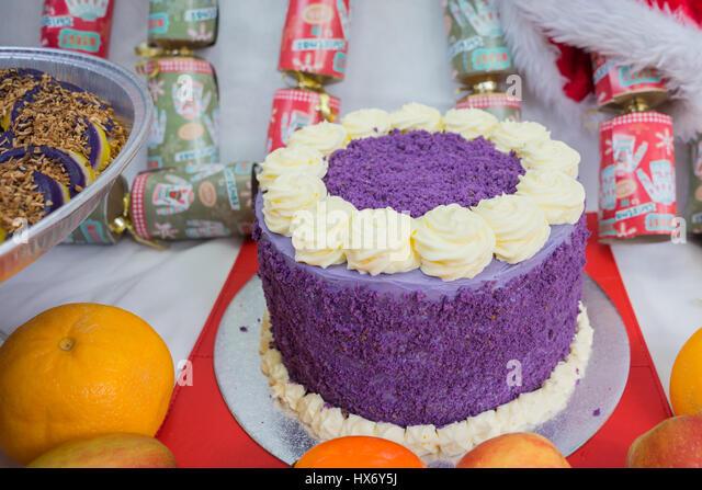 cake purple stockfotos cake purple bilder seite 2 alamy. Black Bedroom Furniture Sets. Home Design Ideas