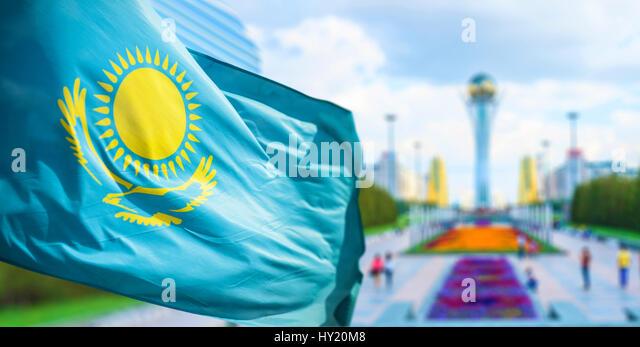 Flagge der Republik Kasachstan in Astana Stockbild