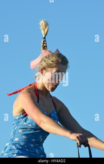 IPSWICH SUFFOLK UK 25. Oktober 2014: East Anglia Messe Pferd gymnastische Frau mit fliegenden Pferdeschwanz Stockbild