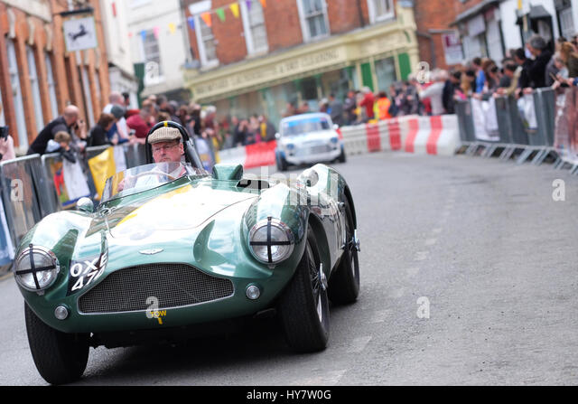 Bromyard Speed Festival, Herefordshire, UK - Sonntag, 2. April 2017 - Oldtimer und Youngtimer brüllen durch Stockbild