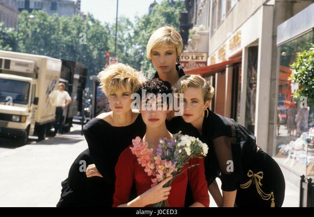 London Großbritannien Vidal Sassoon Modelle mit kurzen Haaren für Sommer-Styles im Juni 1987 Stockbild