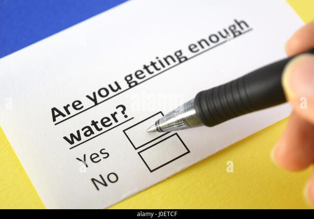 Sind Sie genug Wasser? Ja oder Nein Stockbild