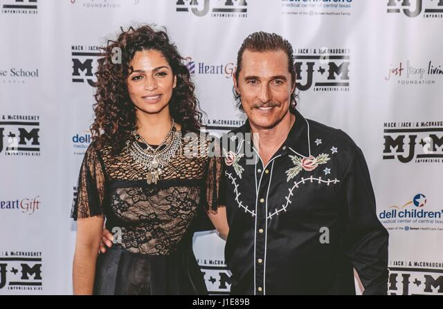 Austin, USA. 20. April 2017. Camila Alves, Matthew McConaughey erreichen die 2017 Mack, Jack & McConaughey am Stockbild