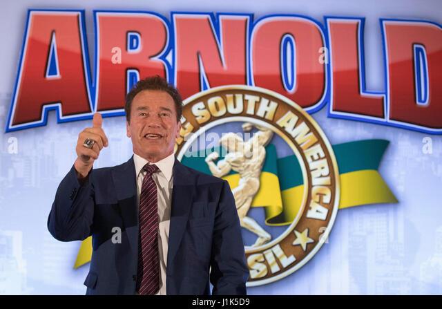 US-Schauspieler und Body Builder Arnold Schwarzenegger Lächeln während einer Pressekonferenz die brasilianische Stockbild