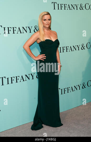 Reese Witherspoon besucht die Tiffany & Co. 2017 Blue Book Gala im St. Annen-Lager am 21. April 2017 in Brooklyn, Stockbild
