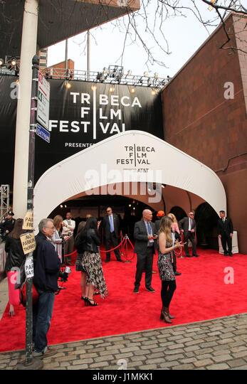 """Menschen besucht die 2017 Tribeca Film Festival Premiere """"Genius"""" bei BMCC Tribeca PAC am 20. April 2017 Stockbild"""
