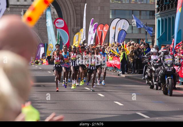 London, UK. 23. April 2017. LONDON-MARATHON 2017. Heute dauerte eine geschätzte 50.000 Läufer auf den Stockbild
