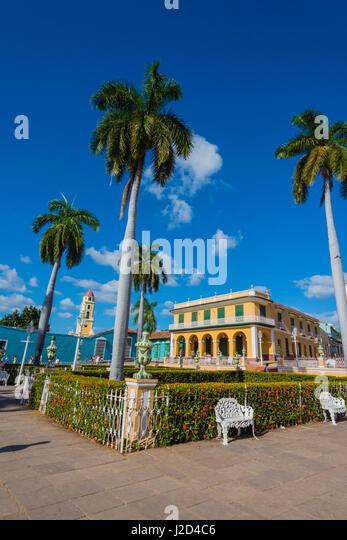 Kuba, Provinz Sancti Spiritus, Trinidad. Plaza voller Palmen. Stockbild
