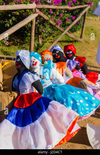 Kuba, Provinz Sancti Spiritus. Valle de Los Ingenios. Manaca Iznaga Plantage. Puppen zum Verkauf. Stockbild