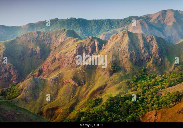 Bergformationen bei Sonnenaufgang in Altos de Campana Nationalpark, Provinz Panama, pazifischen Abhang, Republik Stockbild