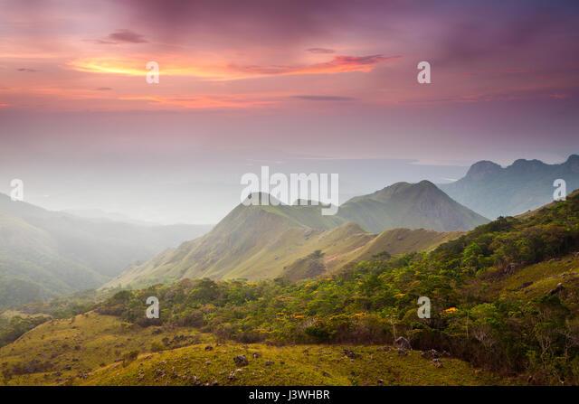 Sonnenaufgang in Altos de Campana Nationalpark, Republik von Panama. Stockbild