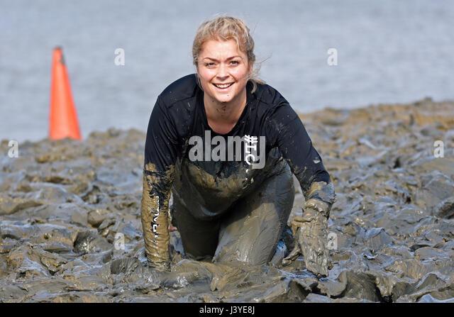 Girl Covered In Mud Stockfotos Girl Covered In Mud Bilder Alamy